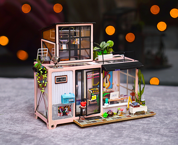 Rolife Miniature Dollhouse DG13 Kevin's Studio banner