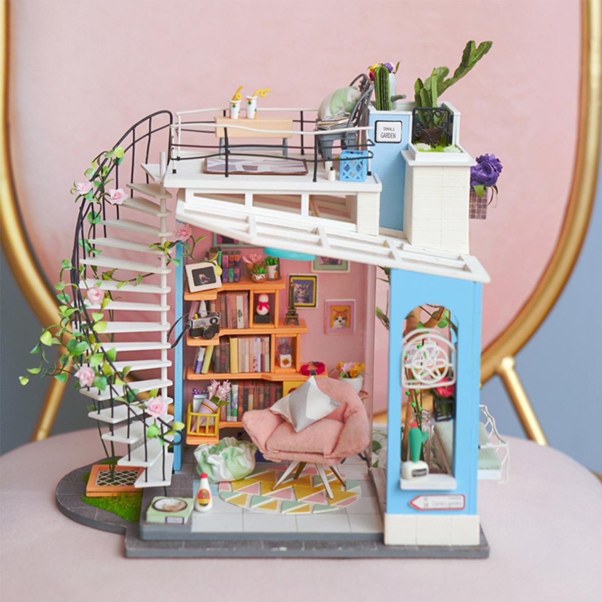 Dora's Loft DG12