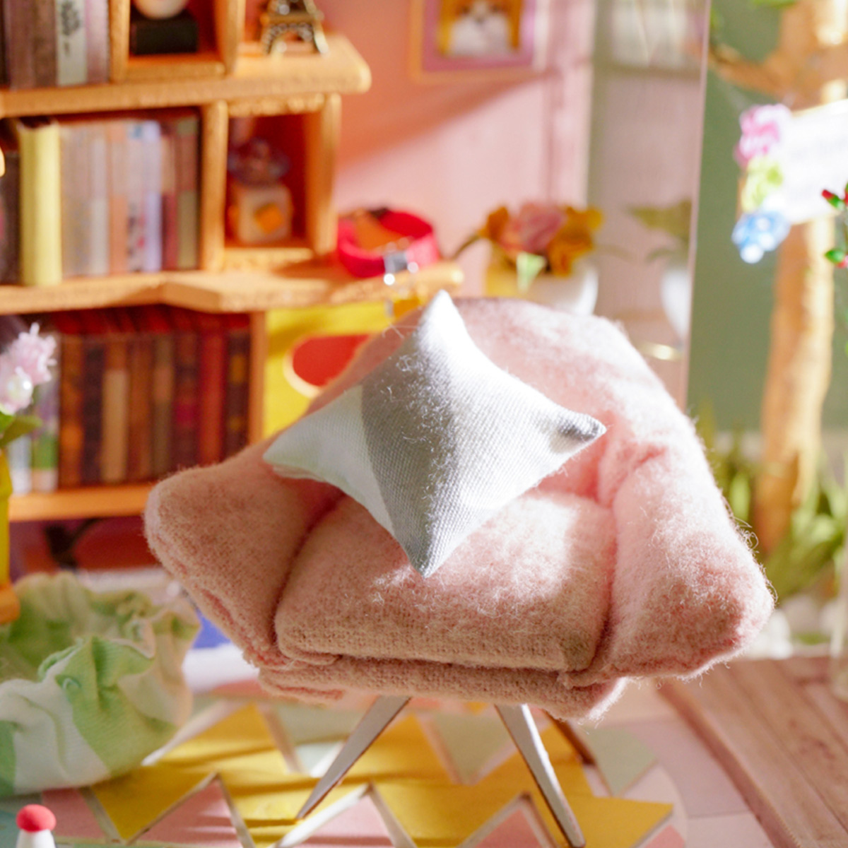 Rolife Miniature DG12 Dora's Loft detail display with vivid and colorful design