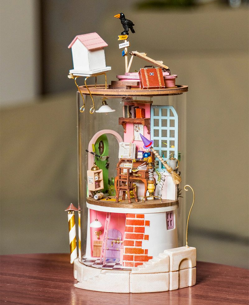 Secluded Neighbour DIY Glass Miniature Dollhouse kit DS003